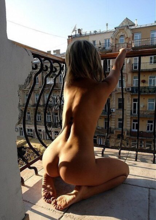 amateur ass back blond nude